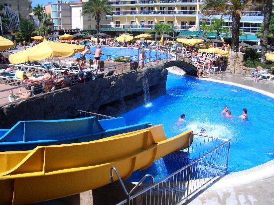 Rosamar Garden Resort: Toboganes en la piscina.