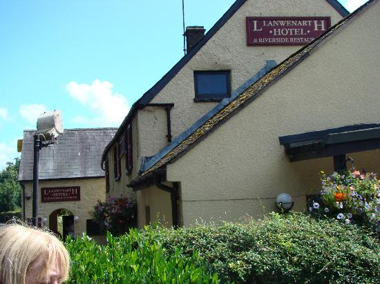 Llanwenarth Hotel & Riverside Restaurant: View 3