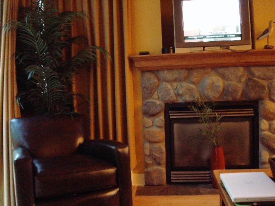 Oceanside Village Resort: Fireplace