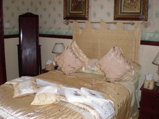 Graydon Hotel: our bedroom room 14