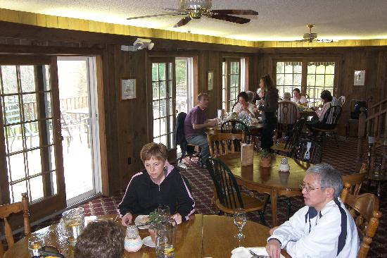 Neversink, NY: Dining Room.  Good Organic Food