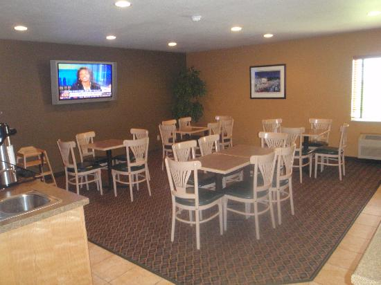 Ramada Spirit Lake/Okoboji: breakfast area
