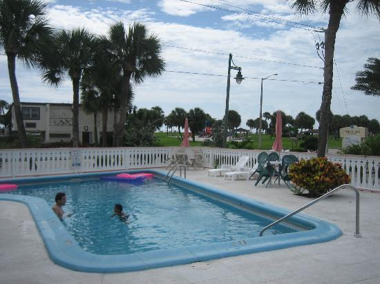 The Islander Inn: The pool