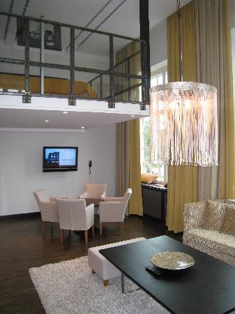 Naas Fabriker Hotel och Restaurang: Upstairs and sitting area