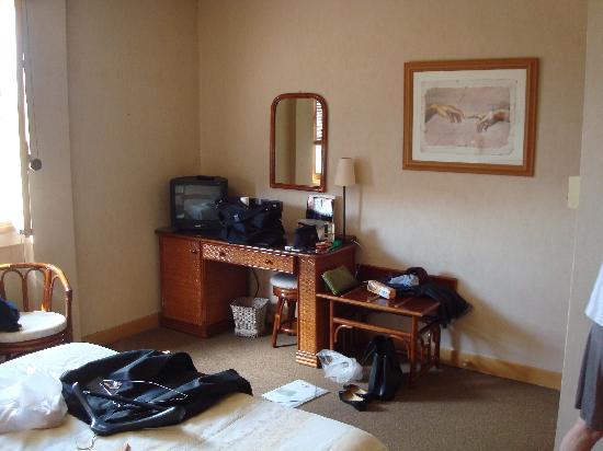 Inter-Hotel Albi le Cantepau: L'espace devant le lit