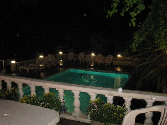 The Coppice: Pool at night