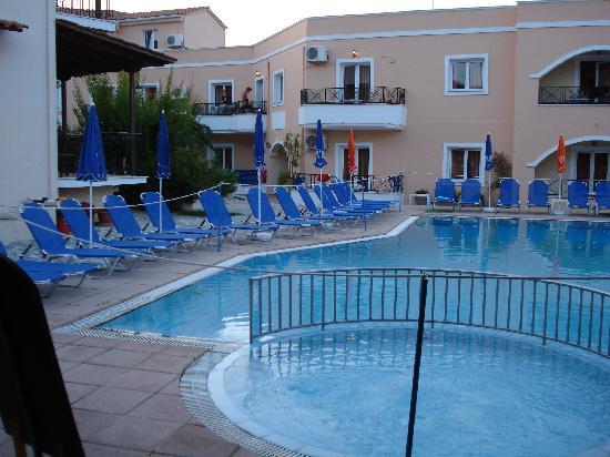 Dora's Apartments and Studios: Dora Pool