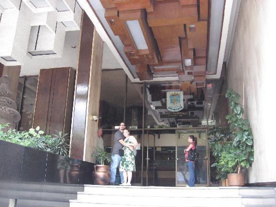 Hotel Marbella: Main Entrance