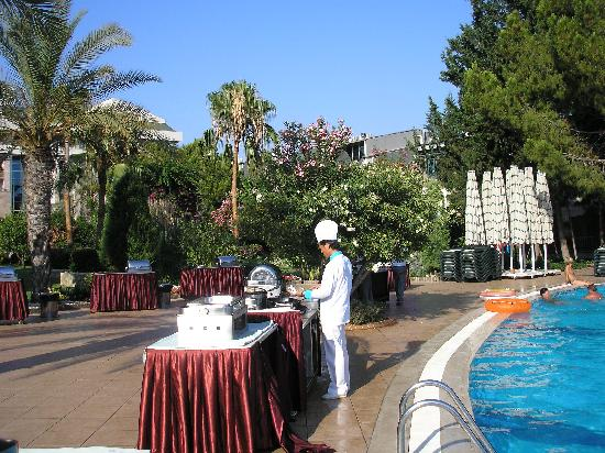 Oleander Hotel: show cooking by pool