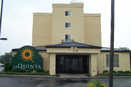 La Quinta Inn Rochester North: Front view of the hotel