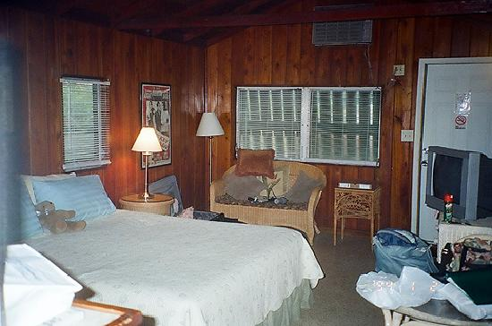 Tropical Cottages: Beautiful Room... Accurately Described ;)