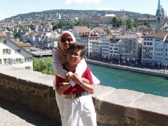Sorell Hotel Arte: Rosita & Sid (Zurich old city in the background)