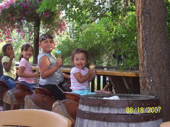 Classic Vacation Cottages: The kiddies 2007