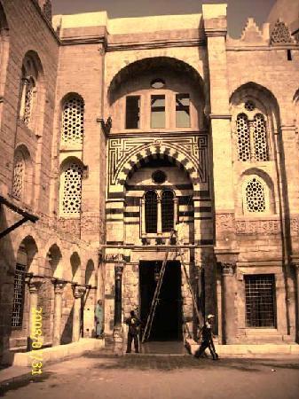 Sharia Al Mu'izz Li-Din Allah : monuments 03