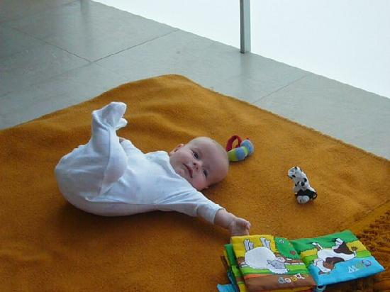 Ibersol Spa Aqquaria: Baby on the floor