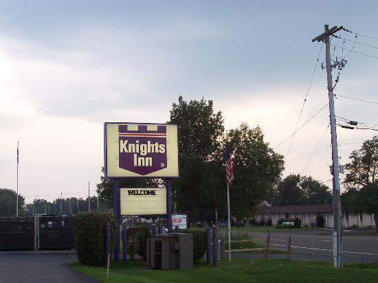 Knights Inn Syracuse/Liverpool: from motel facing the road
