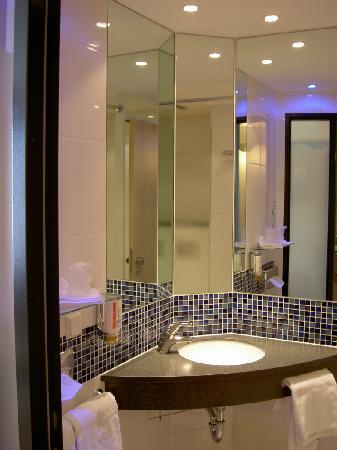 Holiday Inn Express Singen: Bathroom