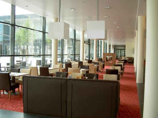 Holiday Inn Express Singen: Bar & Breakfsst Area