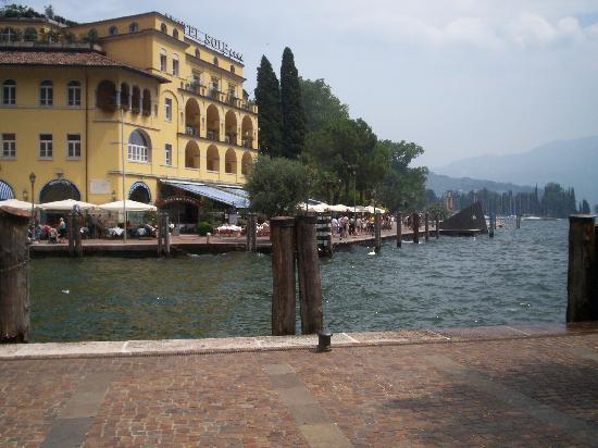 LakeFront Hotel Mirage: Vue du centre de Riva