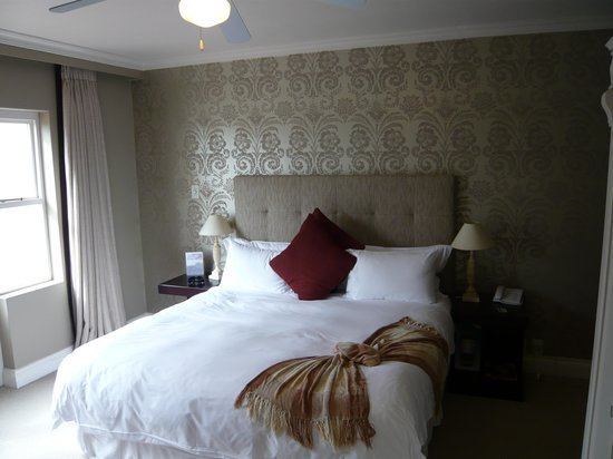 Fairways on the Bay: Fairways boutique hotel standard room 2