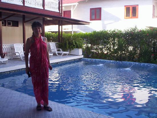 Swan's Cay Hotel: Piscina