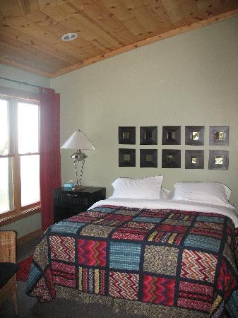 Treebones Resort: Guest house bed