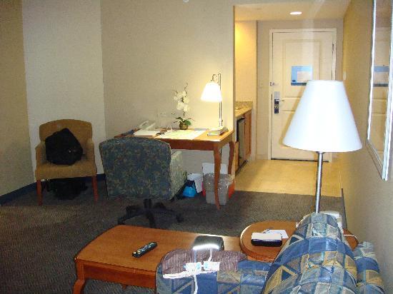 Hampton Inn & Suites North Conway : king suite living room, fridge, microwave