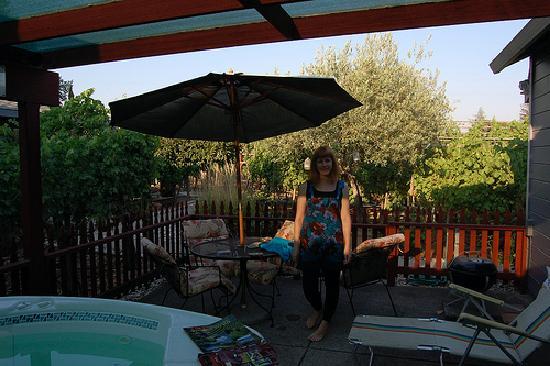 Andrea's Hidden Cottage: Hot tub