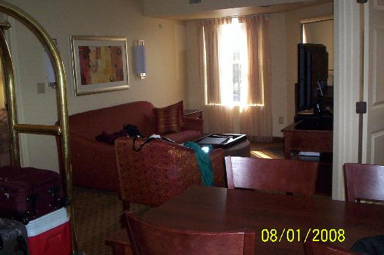 Hyatt House Herndon: Living Room with Fireplace