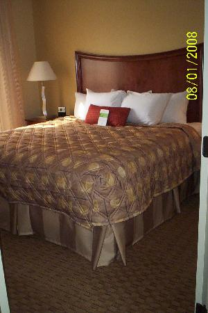 Hyatt House Herndon: Bedroom #1
