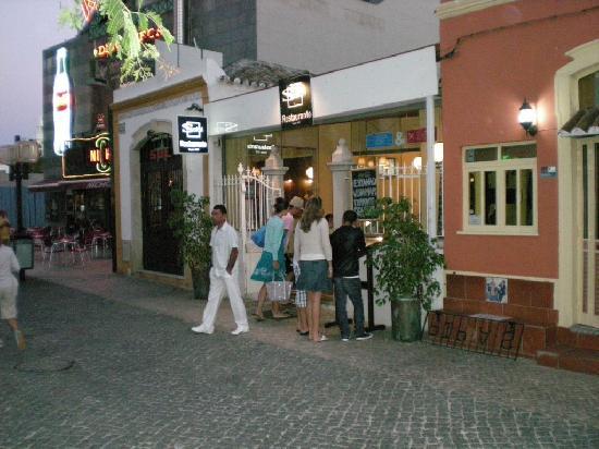 Safari Restaurant: Front