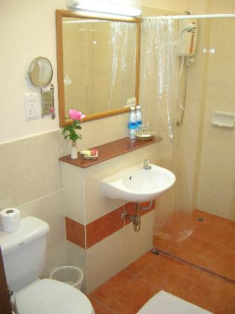 PJ's Place: bathroom