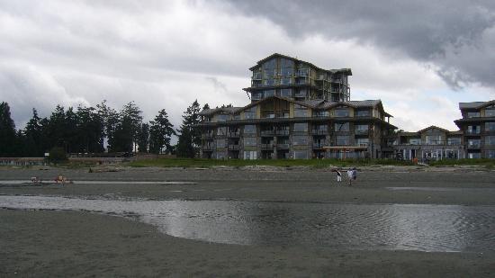 Beach Club Resort: view of hotel from beach