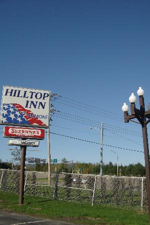 Hilltop Inn: sign