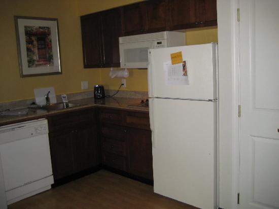 Residence Inn Boise West: kitchen