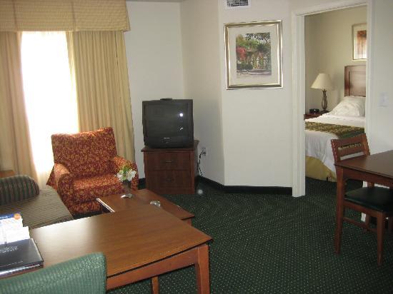 Residence Inn Boise West: living room, enterance to bedroom