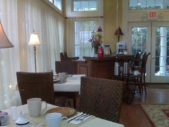 The Mount Vernon Inn: Elegant Dining Room
