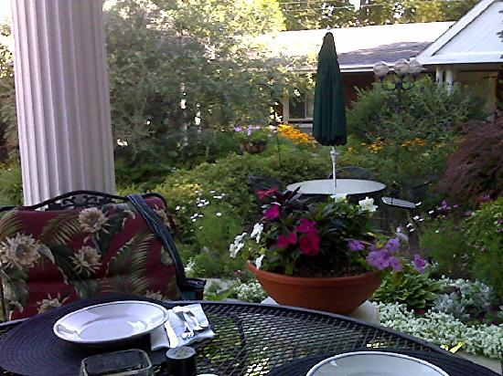 The Mount Vernon Inn: View of the garden from our breakfast table.