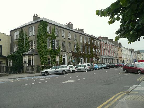 Finnegan's Hostel: View of Finnigans from the park.