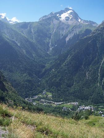 Chalets Les Jonquilles : View to Venosc