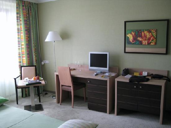 NasHotel: Room 502
