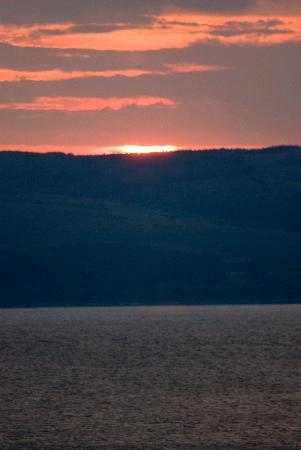Clisham B&B: sunset at Pirnmill