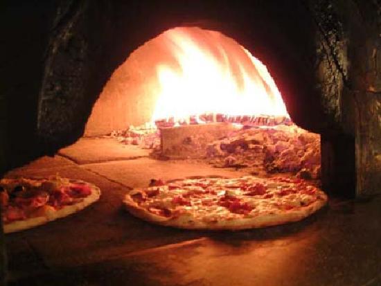 Poschiavo, Suiza: yummm... pizza