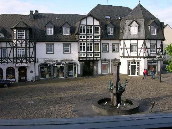 Hotel Restaurant Bürgerstube: Morning looking over the square