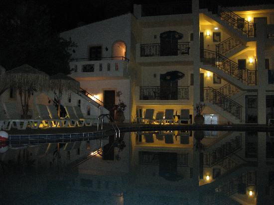 Hotel Flamingos: Flamingos at night