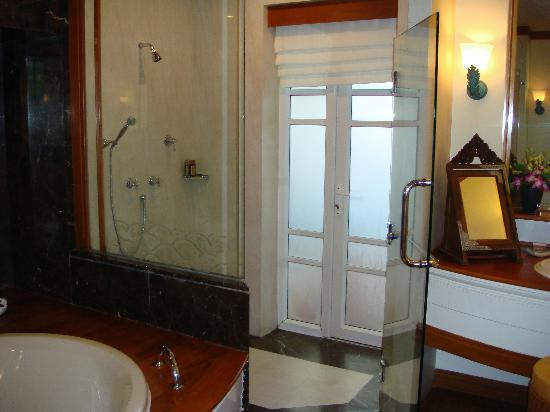 Santiburi Koh Samui : Bathroom of beachfront villa -only access to outdoor jacuzzi