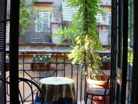 Pantheon View Bed and Breakfast : View over the balcony