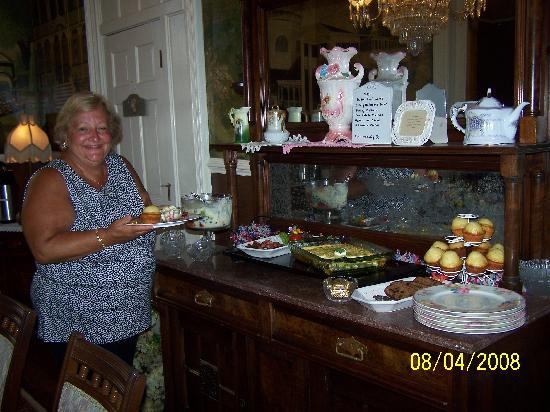 Bedford Inn: Breakfast Buffet