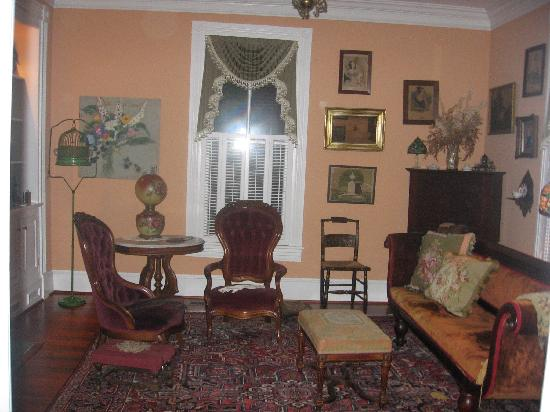 The Schooler House Bed & Breakfast: The Parlor