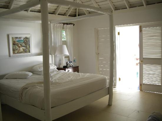 Round Hill Hotel & Villas: our bedroom